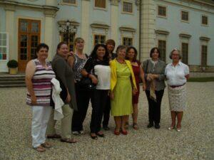 Teranerinnen vor dem Schloss Halbturn