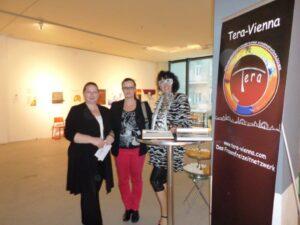 Tera-ViennART Künstlerinnen Ella Kleedorfer-Egger und Evelyne Pallanich mit Arch. DI Petra Stelzmüller