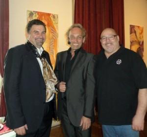 v. links nach rechts: Dr. Thomas Eder, Moderator Volker Grohskopf, Tontechniker und Sänger Leon Taudien